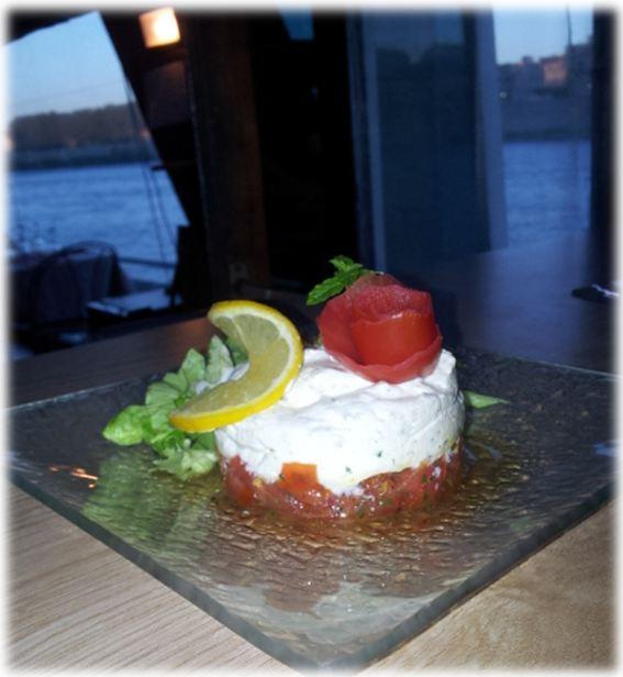 Tartare de Tomates Marinées à l'huile d'olive et sa crème ciboulette